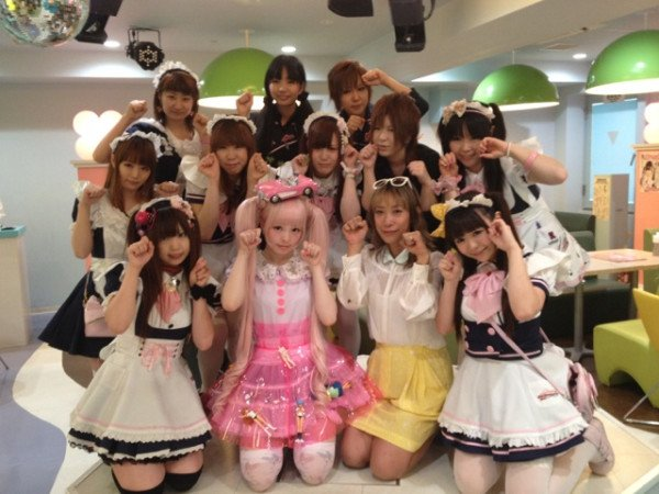 Kyari with Maids at Maidreamin